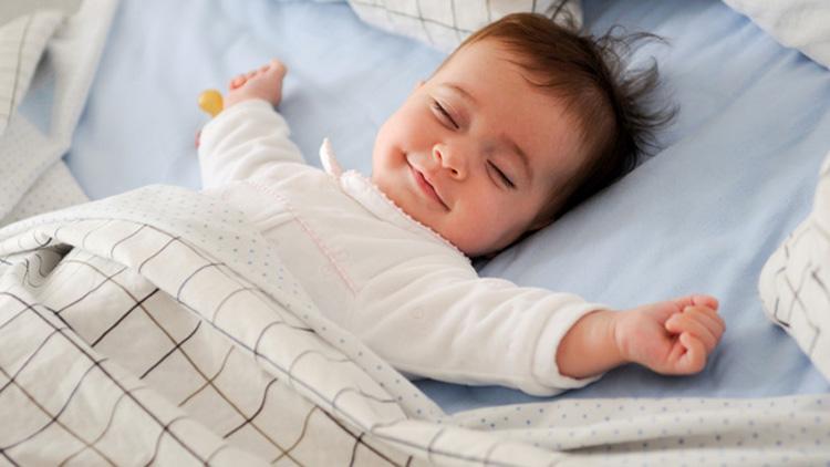 cat trebuie sa doarma un bebelus