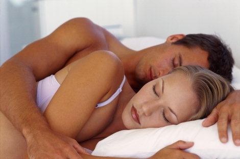 Pozitia din timpul somnului va tradeaza sentimentele