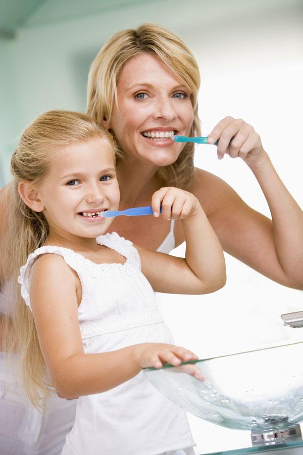 Cum îmi învăţ copilul să se spele pe dinţi?