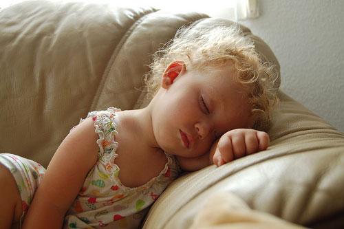 Copilul vomita - cand trebuie sa-mi fac griji?