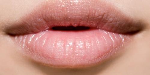 Remedii pentru buzele uscate şi crăpate