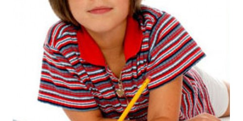 Copilul scrie cu mana stanga
